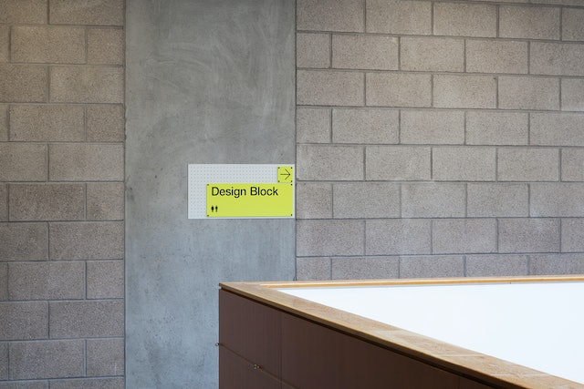 This consistent background plate allows visitors to easily identify signage