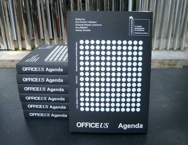 Agenda cover. The dots correlate to the timespan of the Biennale.